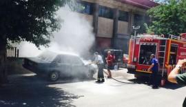 Siirt'te Park Halindeki Otomobil Yandı