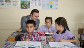 Başkan Vekili Taşkın'dan Öğrencilere Kırtasiye Yardımı