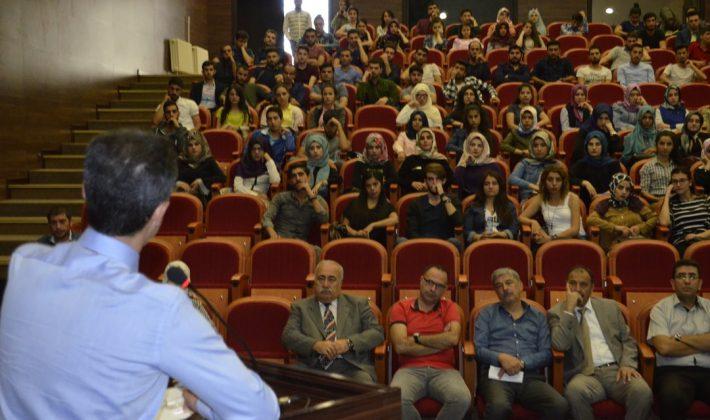 """Siirt Üniversitesi Eğitim Fakültesi'nde """"Üniversitede Yaşam"""" Konulu Eğitim Programı Yapıldı"""
