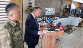 Terör Örgütüne Ait Ele Geçirilen Silah, Mühimmat ve Malzemeler Basına Tanıtıldı