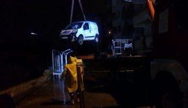 Siirt'te İstinat Duvarı Çöktü 2 Araç Hasar Gördü