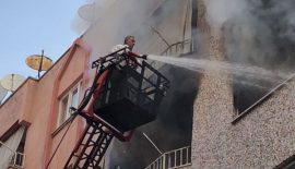 Siirt Yangının Çıktığı 4'üncü Kattan Atlamak İsterken, İtfaiye Tarafından Kurtarıldı
