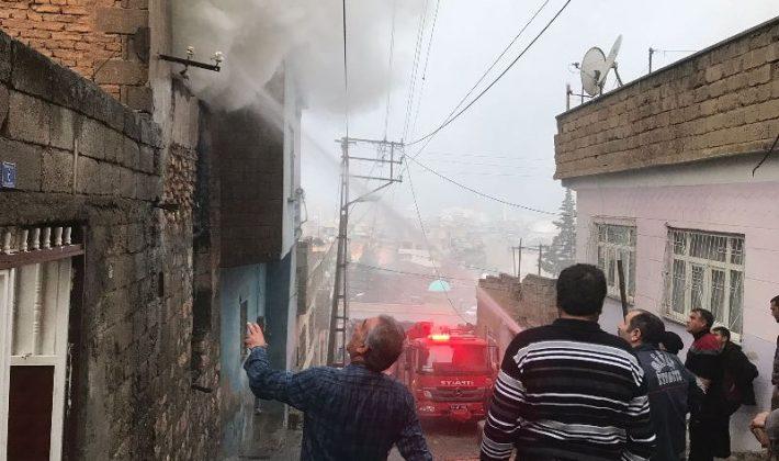 Çıkan Yangın Yandaki Binalara Sıçramadan Söndürüldü
