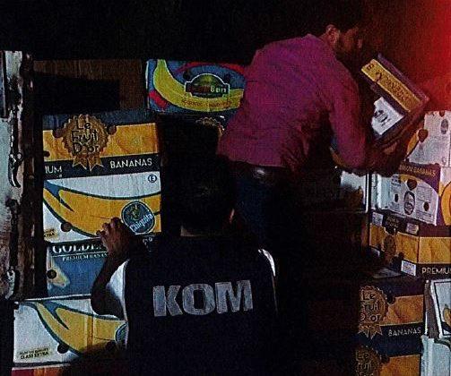 Karpuz Kolilerinin Altıda 5.600 paket Kaçak Sigara Ele Geçirildi.