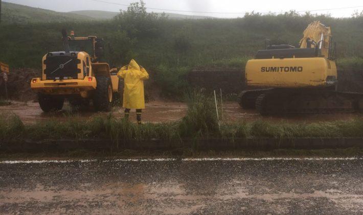 Aşırı Yağış Yolu Kapattı