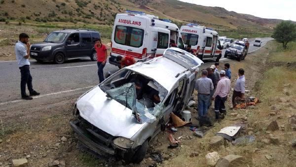 Ticari Araç Takla Attı 1 Ölü 4 Yaralı