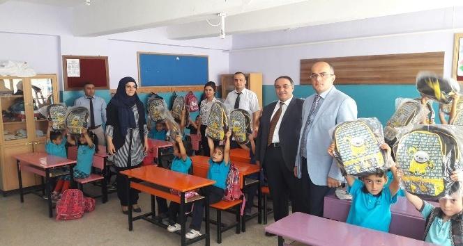 PTT'den Öğrencilere Okul Seti Hediye