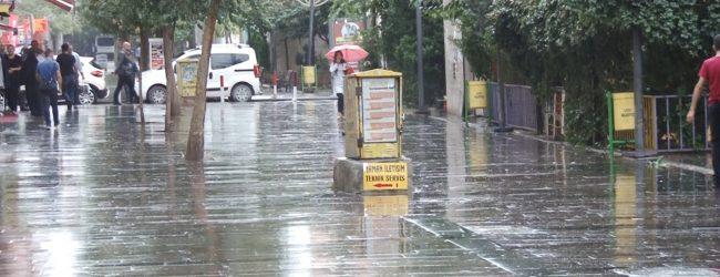 Siirt'te Yılın İlk Yağmuru Düştü