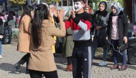 Siirt'Lİ Çocuklar Çalıştırılan Ve Dilendirilen Yaşıtlarına Dikkati Çekti