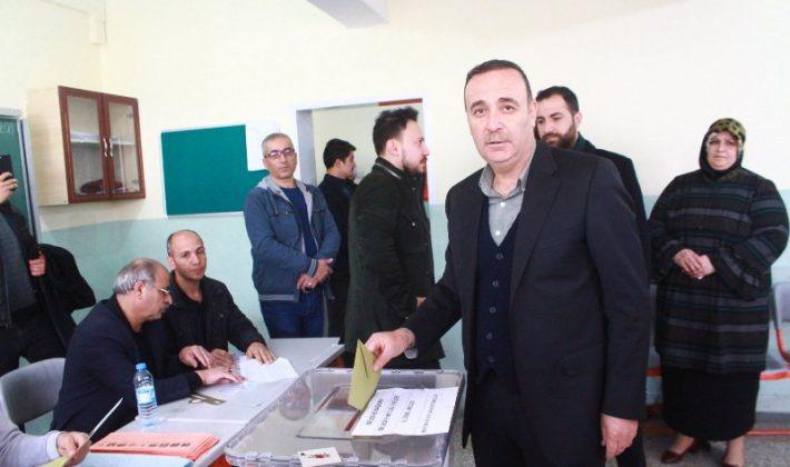 Siirt Milletvekili Osman Ören Vali Ali Fuat Atik, Belediye Başkan Vekili Ceyhun Dilşad Taşkın, Belediye Başkan Adayı İlbaş Oylarını Kullandı