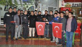 SİİRT'TE KAVGA İHBARI ALAN POLİSLERE SÜRPRİZ YAPIP PASTA KESTİLER