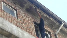 Çatıda Sıkışan Kargayı İtfaiye Kurtardı