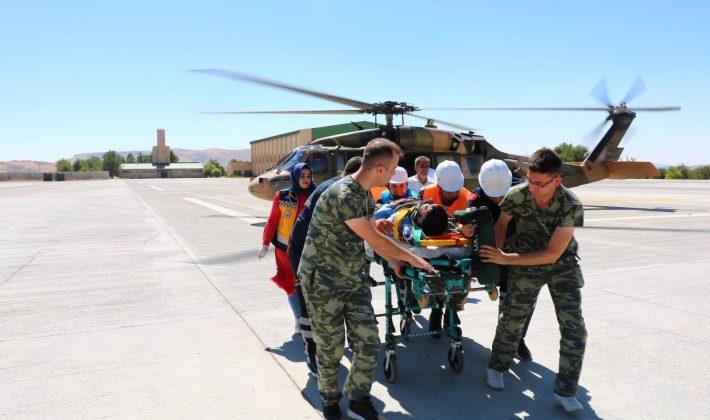 Kayalıklardan Düşen Çoban, Askeri Helikopterle Hastaneye Ulaştırıldı