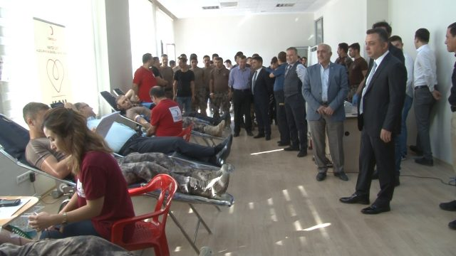 Emniyet Personelleri Kızılay'a Kan Bağışladı
