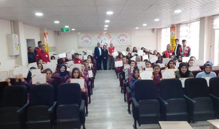 Siirt Kızılay Şubesi Öğrencilere Hazırlık Kitabı Dağıttı
