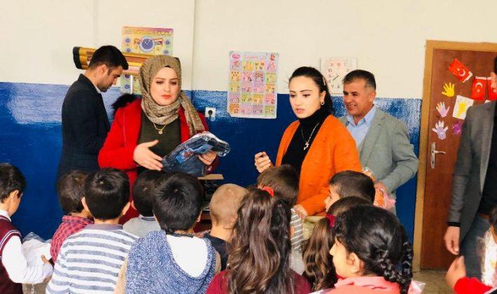 Şehit Eşi Asuman İlbaş'tan 60 Öğrenciye Giyim ve Ayakkabı Yardımı